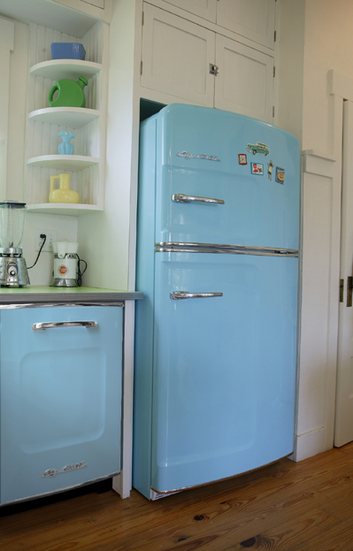 retro-kitchen-appliances-refrigerators-and-freezers